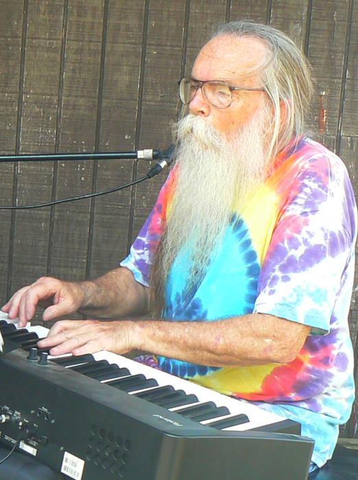 Larry_on_piano.jpg